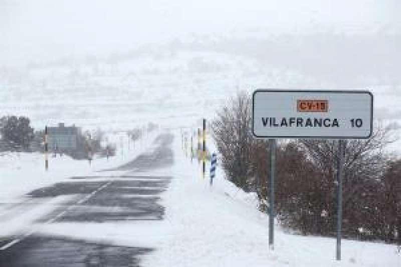 Imagen de archivo de un paisaje nevado en la localidad de Vilafranca, Castellón. EFE
