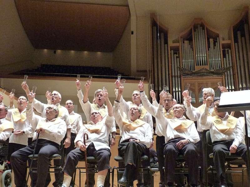 Un brindis durante el gran recital. FOTO EPDA