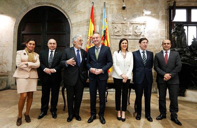 El Jefe del Consell en el Palau de la Generalitat para la firma del convenio entre el presidente de Bankia, José Ignacio Gorigoizarri, y la consellera de Educación, Cultura y Deporte, María José Catalá.