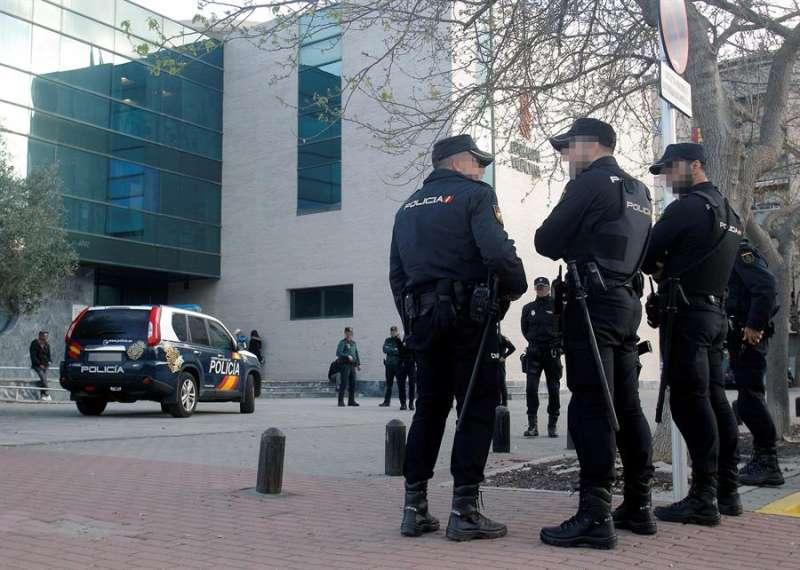 Amplio dispositivo policial en los juzgados de D�nia.EFE/MORELL