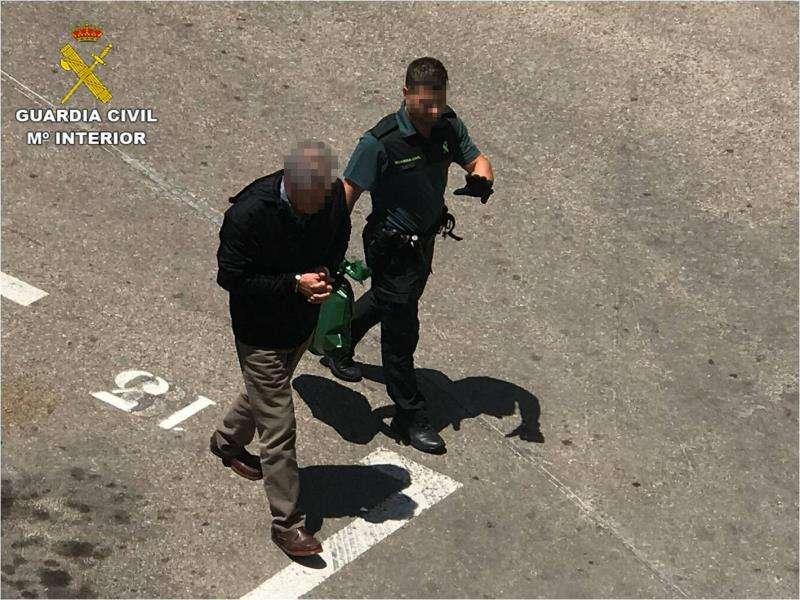Imagen facilitada por la Guardia Civil del detenido. EFE