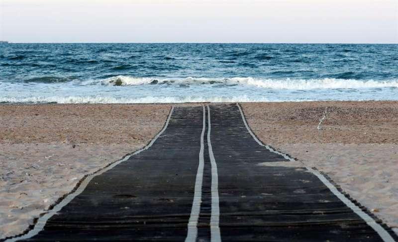 Acceso a una playa valenciana. EFE
