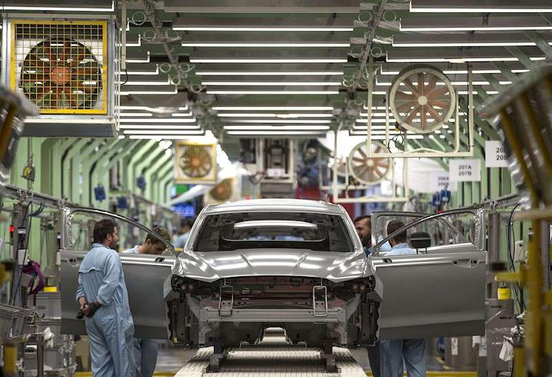 Varios trabajadores de la planta de Ford en Almussafes. EFE/Archivo