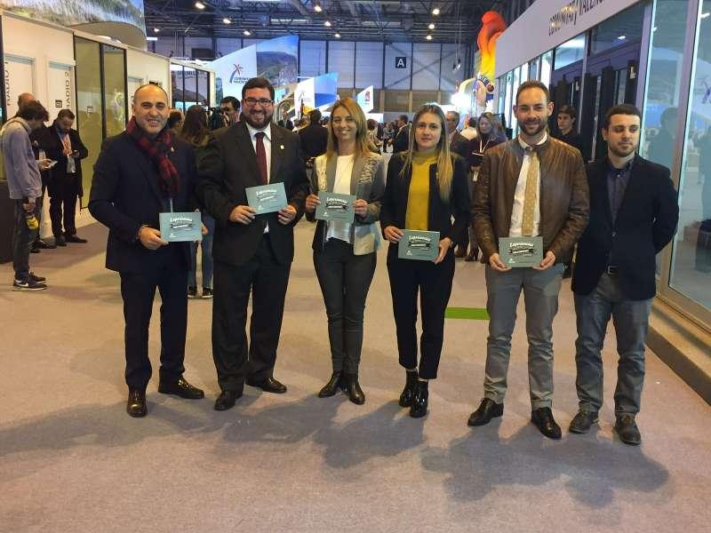 El alcalde y concejal de Turismo de Canet con los representantes de La Vall d