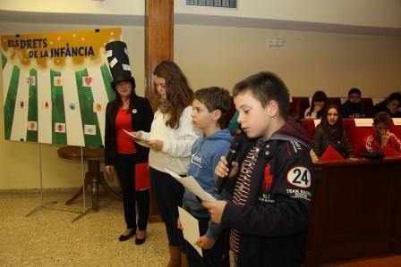 Grupo de escolares que hoy han sido nombrados como miembros del Consejo Municipal de Infancia y Adolescencia de Mislata. Foto: EPDA