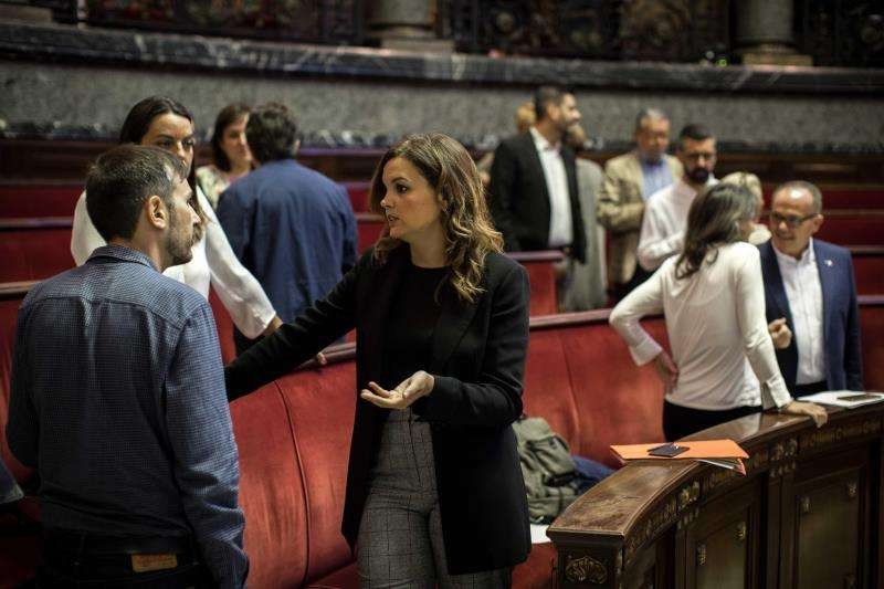 La portavoz del grupo municipal socialista, Sandra Gómez, momentos antes de comenzar el debate sobre el estado de la ciudad en el Ayuntamiento de València. EFE