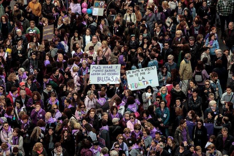 Manifestantes del 8M en València. EFE