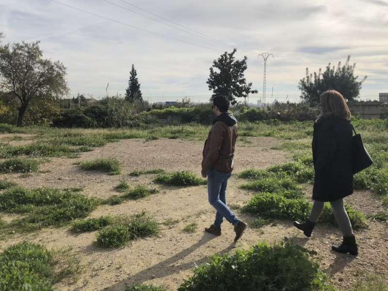 Sagredo y Campos visitando la zona de pipi-can. EPDA