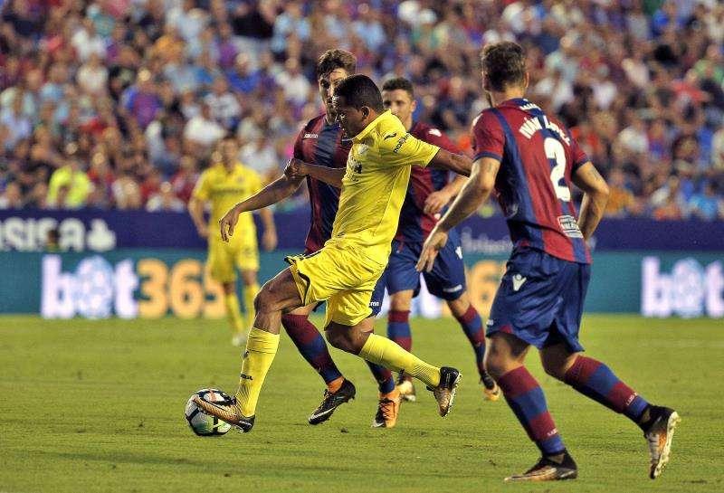 Imagen de un partido entre el Villarreal y el Levante EFE/Archivo