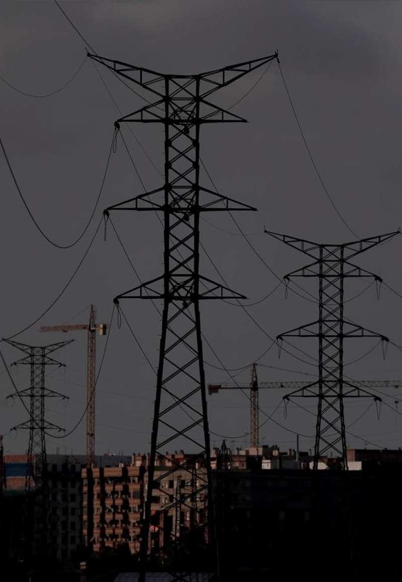 Torres de luz, en una imagen de archivo. EFE