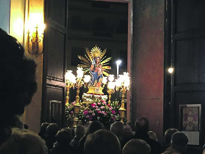 Entrada de la imagen de la patrona a la iglesia de Foios. EPDA