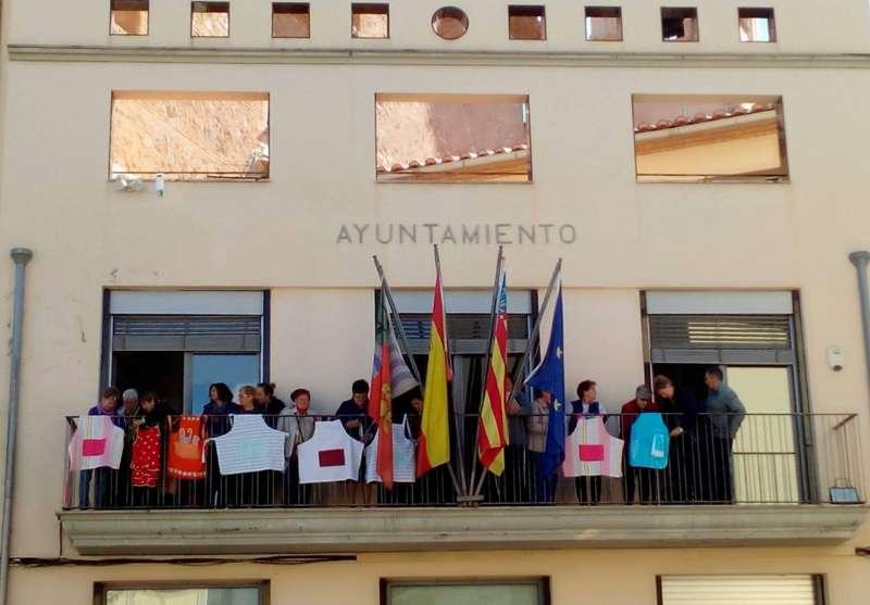 Delantales en el ayuntamiento de Soneja