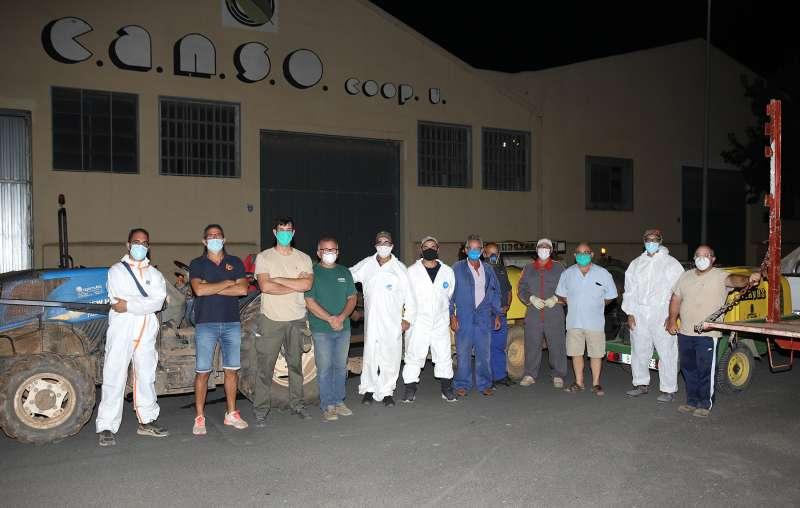 Voluntarios para tareas de desinfección