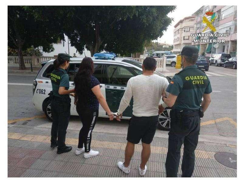 Una imagen de los dos detenidos facilitada por la Guardia Civil. EFE