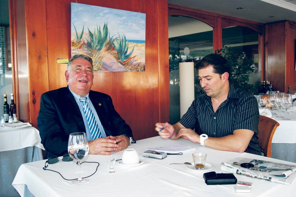 Sancho entrevistado por Pere Valenciano en 2012. FOTO GOR
