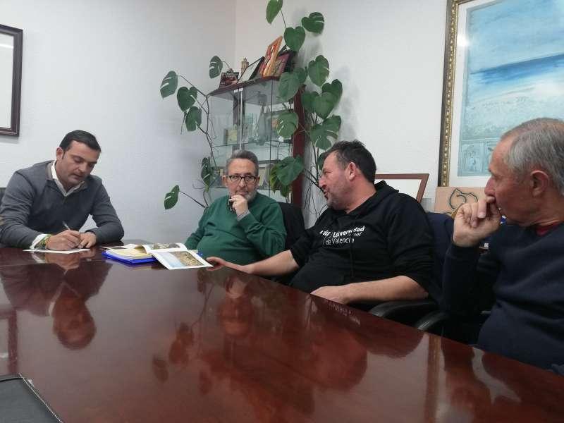 El alcalde, Andrés Martínez, y la concejala del área de Cultura, Raquel París, han mantenido ya el segundo encuentro con el Cronista oficial de la ciudad, Juan Bautista Simó.