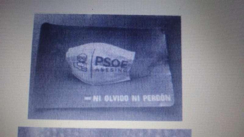 Una imagen de la pegatina denunciada. EFE