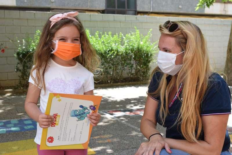 Una de las niñas premiadas en Benetússer. EPDA