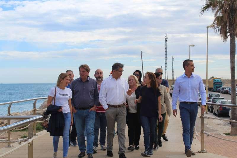 La candidata de Ciudadanos al Congreso de los Diputados por la provincia de Castellón, Sandra Julià con compañeros de partido en su visita a Vinaròs.