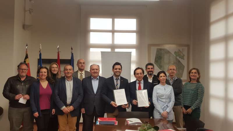 Firma del convenio en Paterna. EPDA