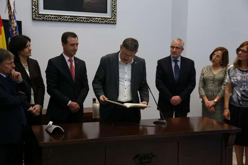 Puig ha asistido a la inauguración de la XVI Fira del Comerç de Riba-Roja