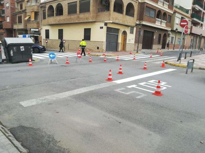 Trabajos de pintura vial en núcleo urbano de Paterna.