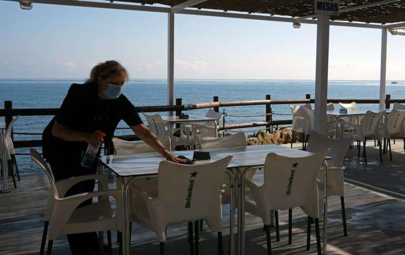 En la imagen, la terraza de una cafetería en Dénia (Alicante), el pasado verano. EFE