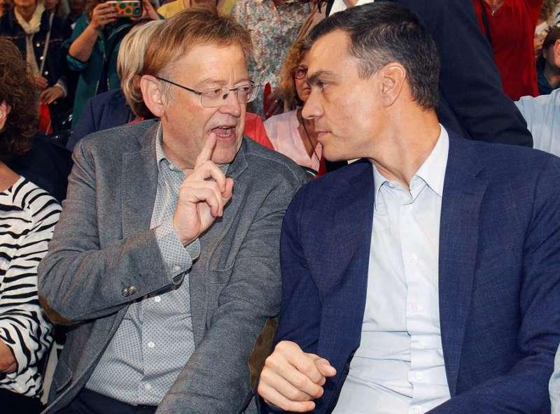 Puig (i), junto al secretario general del PSOE, y presidente del Gobierno en funciones, Pedro Sánchez. EFE