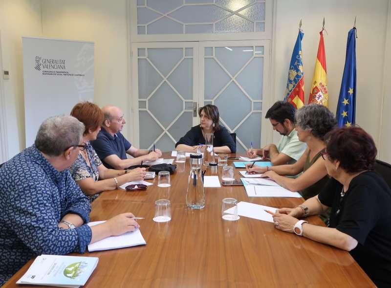 Rosa Pérez Garijo, amb representants de la Confederació d