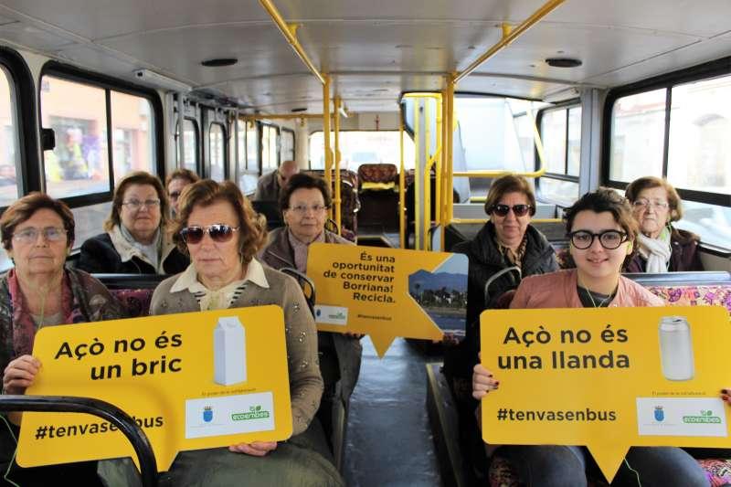 Borriana se sube al bus turístico con Ecoembes para seguir concienciando sobre el reciclaje y la gestión de residuos. Foto EPDA