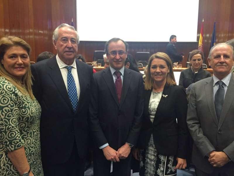 Antonio Casanova, presidente de la Asociación, ha recogido este galardón de manos del ministro de Sanidad, Servicios Sociales e Igualdad, Alfonso Alonso, en el centro