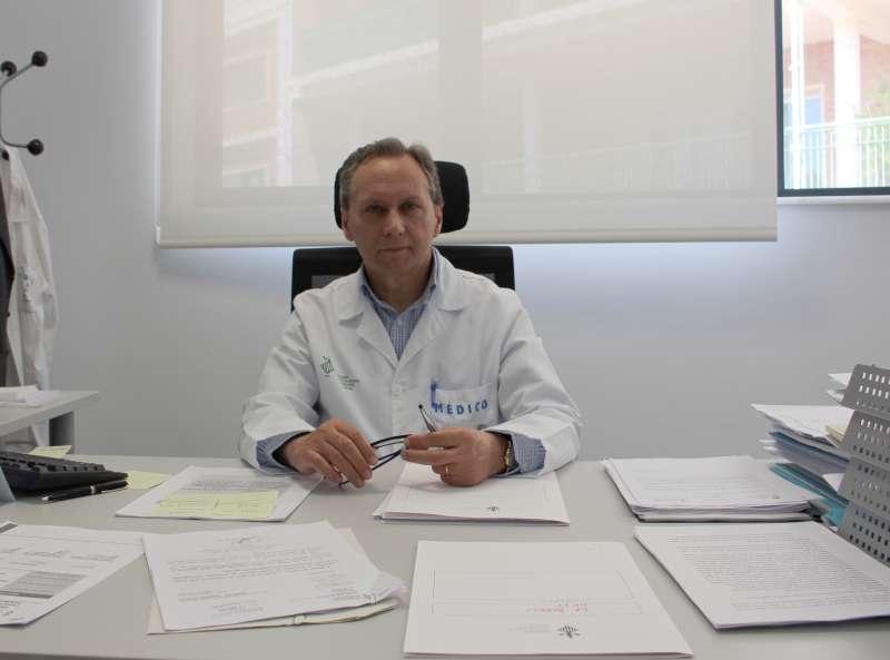 El jefe de Estomatología del hospital, José Vicente Bagán,  del Hospital General Universitario de Valencia,.