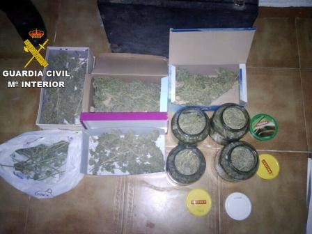 Marihuana entre la droga incautada. Foto: Guardia Civil