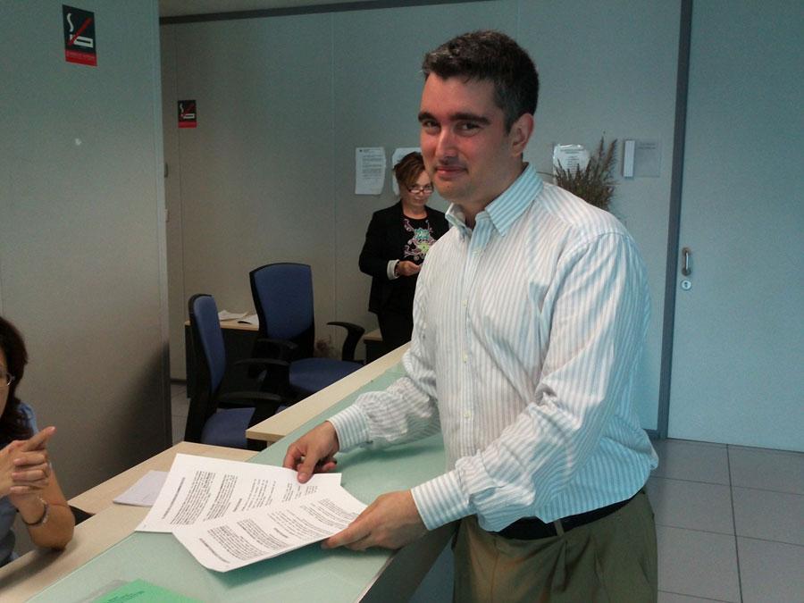 José Morgan, en el momento de presentar el recurso. FOTO EPDA
