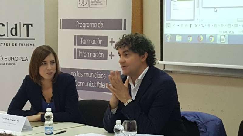 La alcaldesa de Gandia y el secretario autonómico de Turismo.