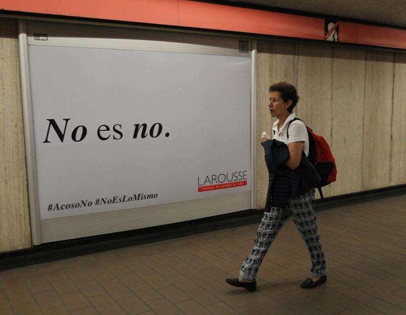 Vista de un cartel publicitario con la campaña