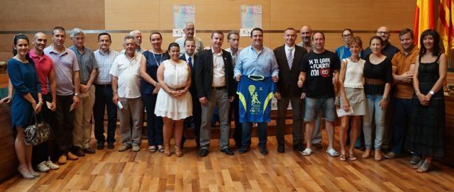 Foto de grupo de la presentación Gran Fondo Siete Aguas. FOTO: DIVAL