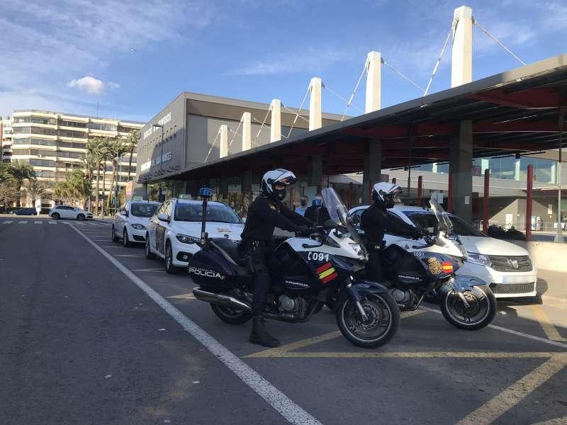 Policía Nacional en el cierre perimetral de Alicante / EPDA