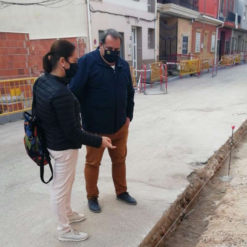 Ángel Noguera visitando las obras