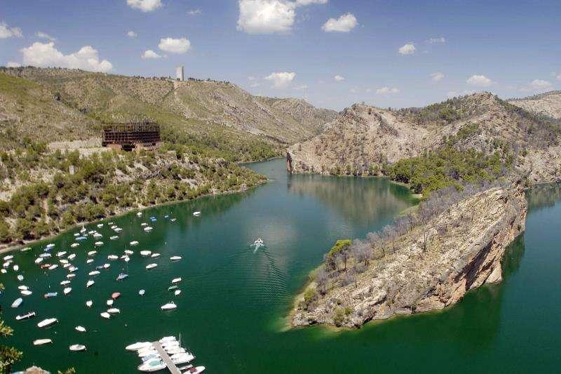 Embalse de Bolarque, receptor de las aguas de Entrepeñas y Buendia y punto de partida del trasvase Tajo-Segura. EFE