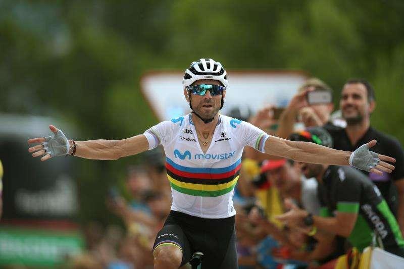 El ciclista murciano del equipo Movistar y campeón del mundo, Alejandro Valverde, a su llegada a meta. EFE