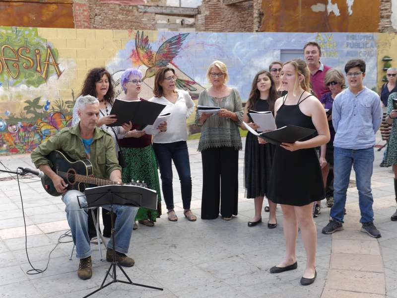 Recital de poesía en la calle. EPDA