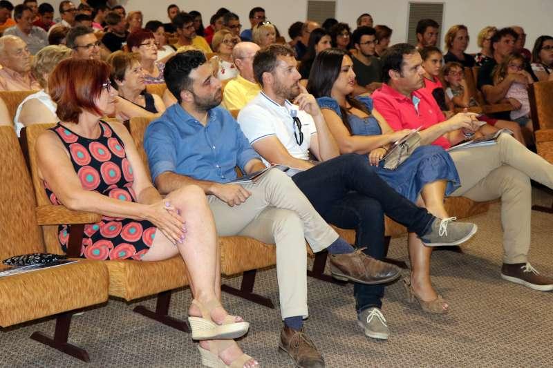 Miembros de la Corporación en la presentación de las fiestas de Sagunt. EPDA