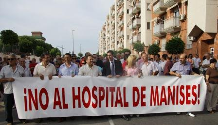 El Alcalde de Mislata, encabezando la manifestación. FOTO: EPDA.