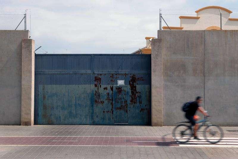 Puerta del Centro de Internamiento de Extranjeros (CIE) Zapadores de València. EFE/Archivo