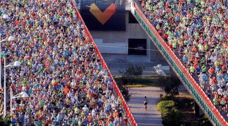 Vista general de la salida del Maratón de Valencia, en una edición anterior. EFE/Archivo