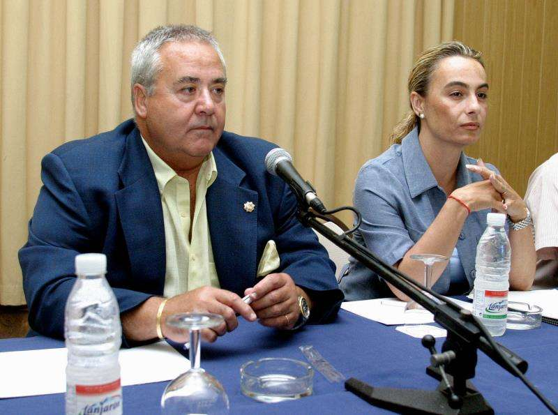 Los exalcaldes de Alicante Luis Díaz Alperi (i) y Sonia Castedo. EFE/Archivo