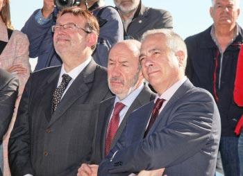 Un trío de éxito: Ximo Puig, Alfredo P. Rubalcaba y Pere Navarro. FOTO SOCIALISTESVALENCIANS.ORG