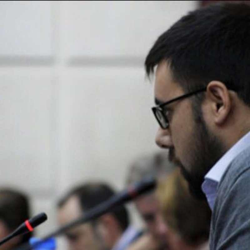 Manu Pérez, concejal del G,M. del Partido Popular de Bétera en un pleno.