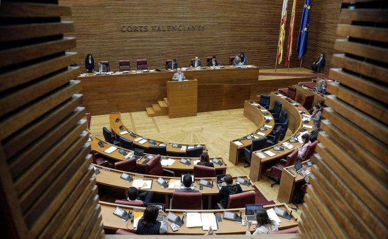 El pleno de Les Corts debate. EFE/Bruque/Archivo
